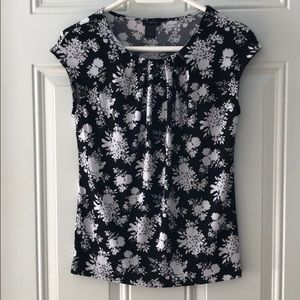 Ann Taylor Black and White Floral Top Size Small